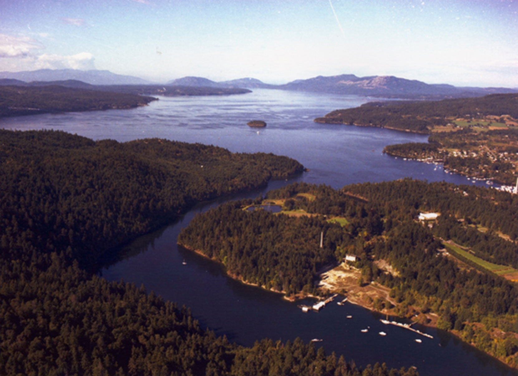 1986 aerial photo of Tod Inlet and Butchart Gardens, looking south to north ( BC Archives photo)