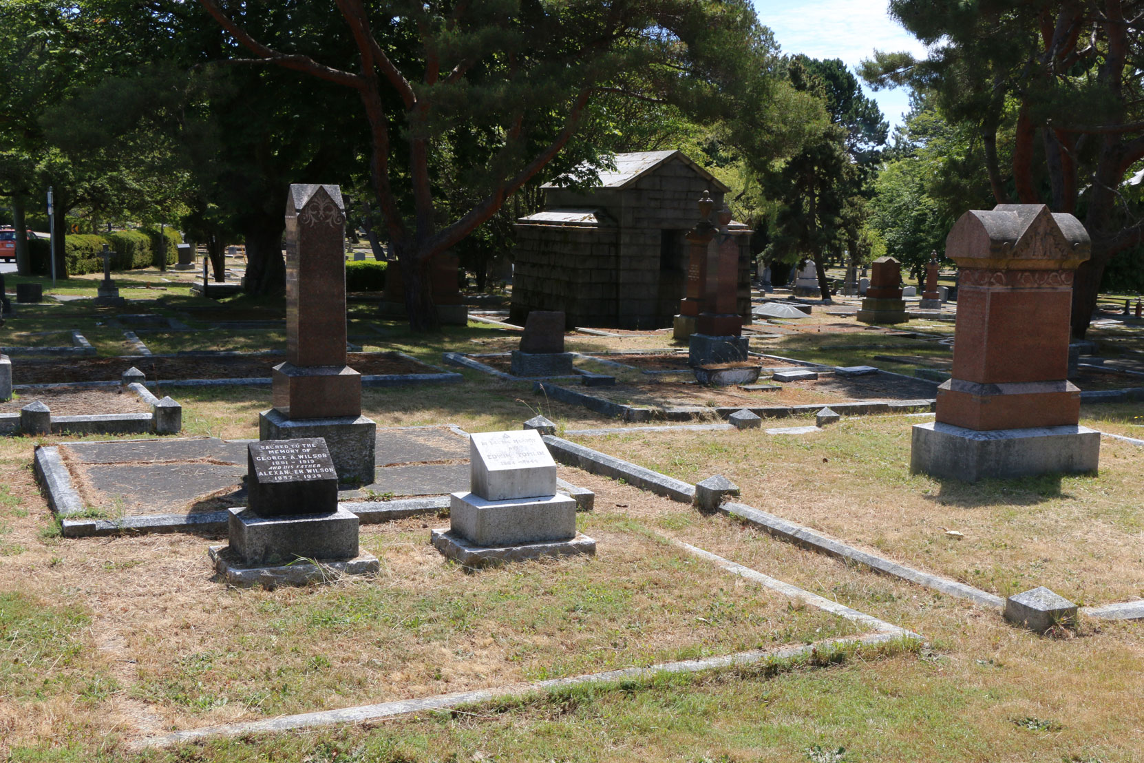 Edwin Tomlin grave, Ross Bay Cemetery, Victoria, B.C. (photo by Mark Anderson)