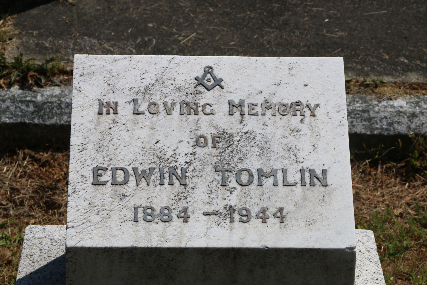 Edwin Tomlin grave inscription, Ross Bay Cemetery, Victoria, B.C. (photo by Mark Anderson)
