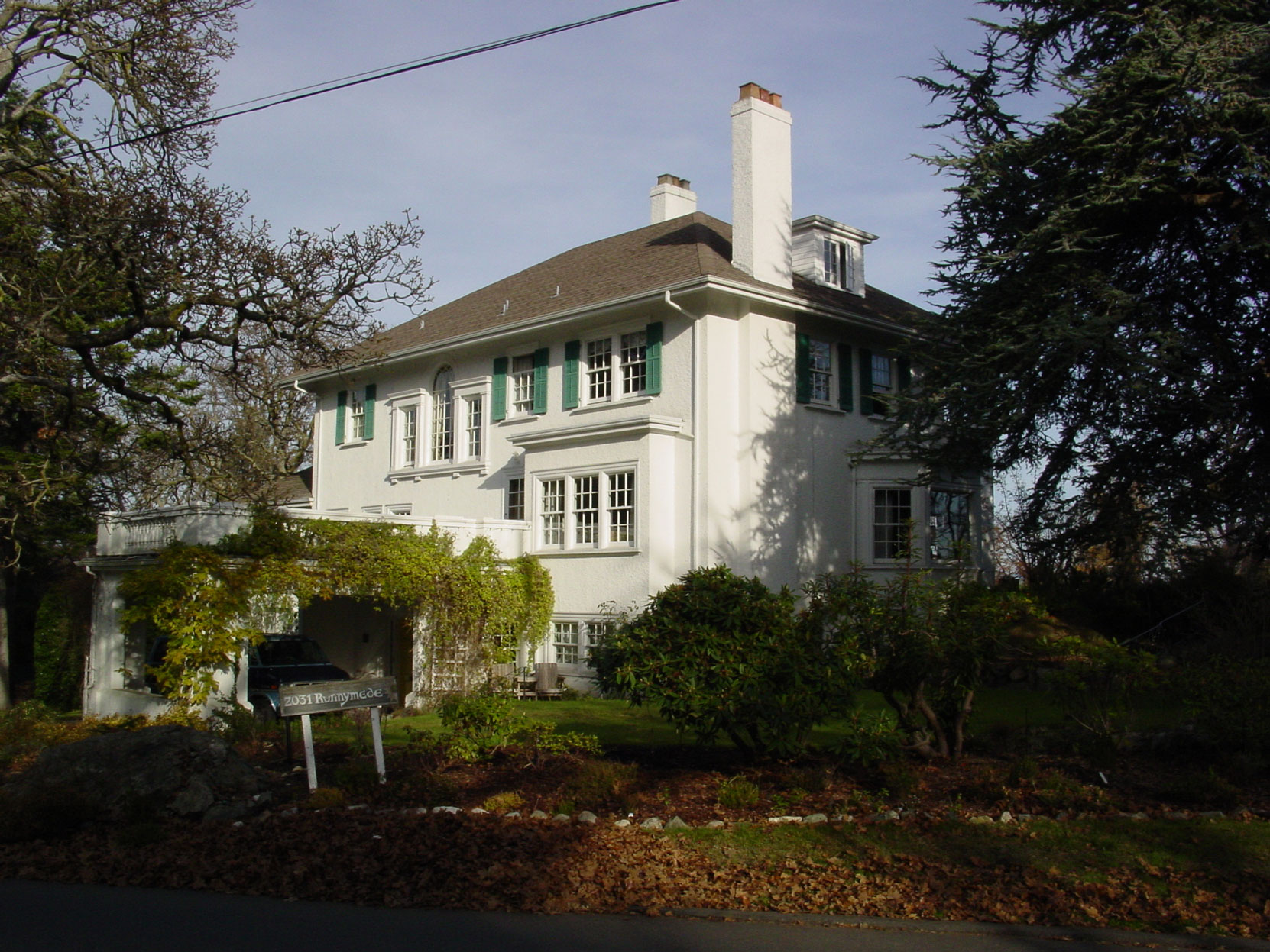 2031 Runnymede Avenue, November 2002. This house was designed by architect Samuel Maclure in 1916. (photo by Author)