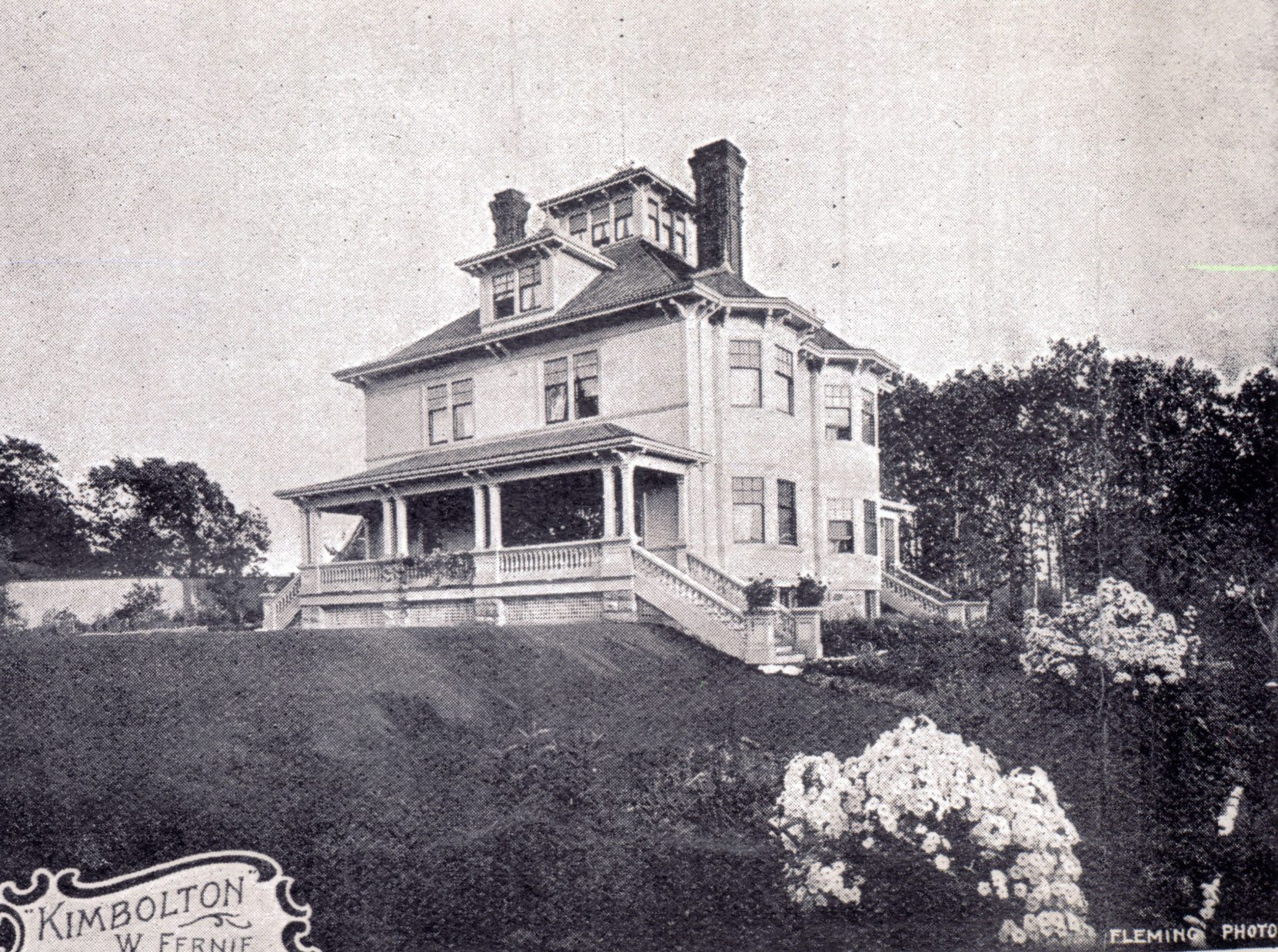 William Fernie's home, Kimbolton, circa 1912. Kimbolton, now demolished, was located near the intersection of oak Bay Avenue and Monterey Avenue (Author's collection)