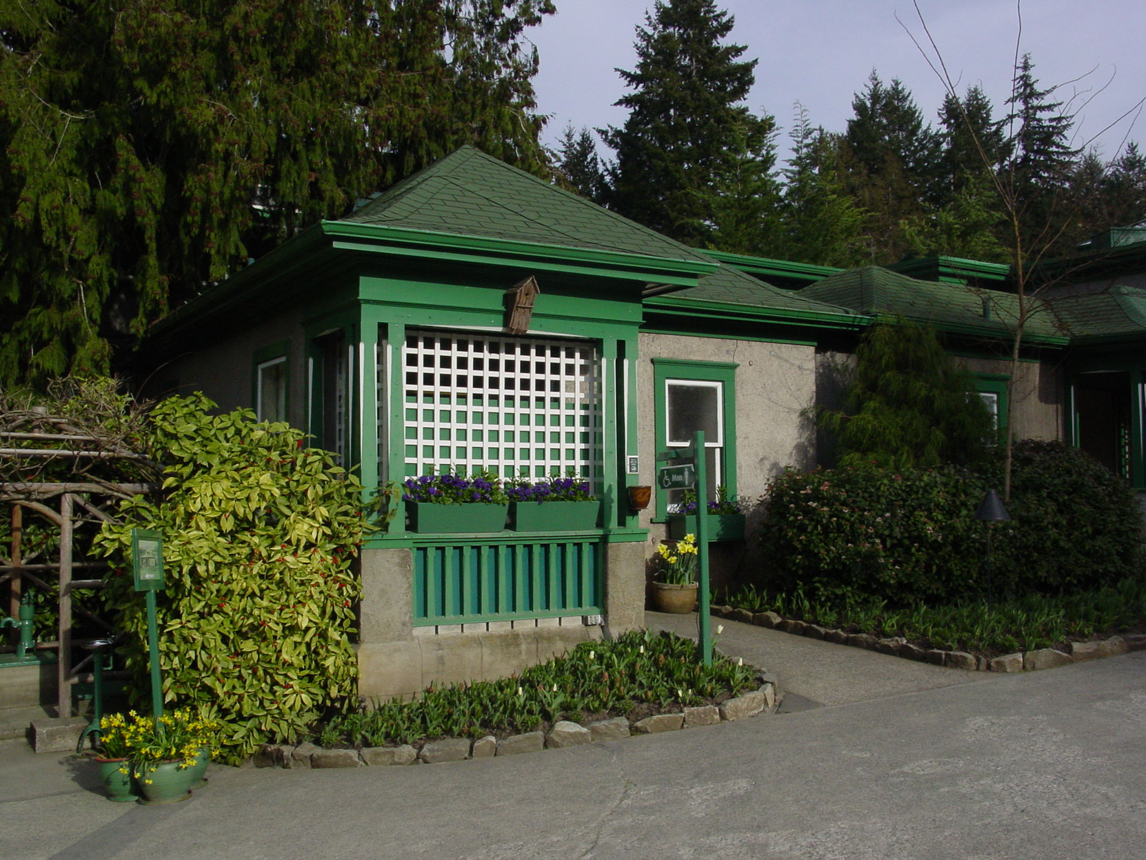 "The ""Chinamans Cottage"" designed by architect Samuel Maclure in 1917 is now sued as a men's washroom at Butchart Gardens (photo by Author)"