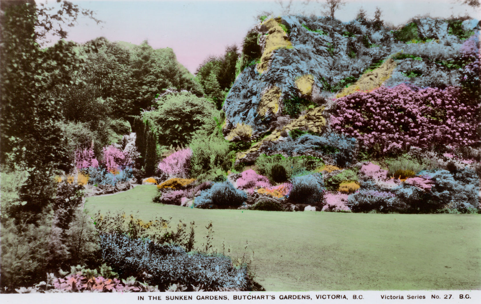 Postcard showing the Sunken Garden Mound, circa 1925-1930. (Author's collection)