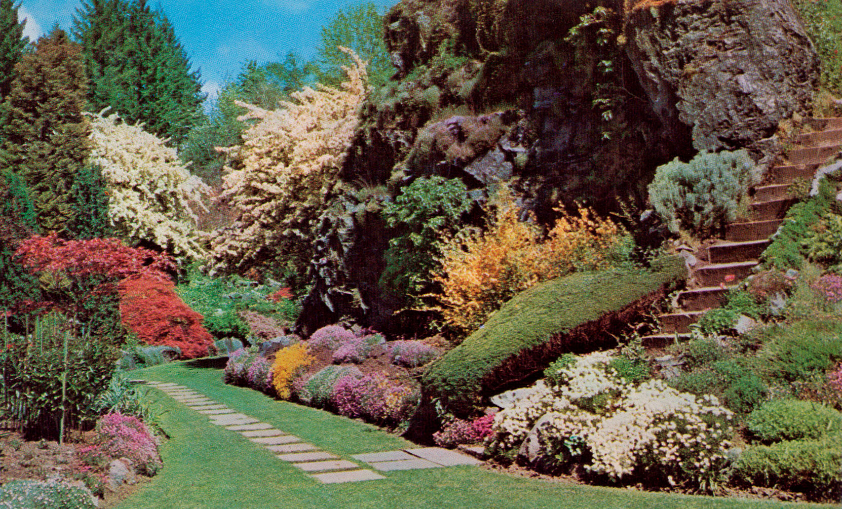 Postcard showing the Sunken Garden Mound, circa 1960's. (Author's collection)