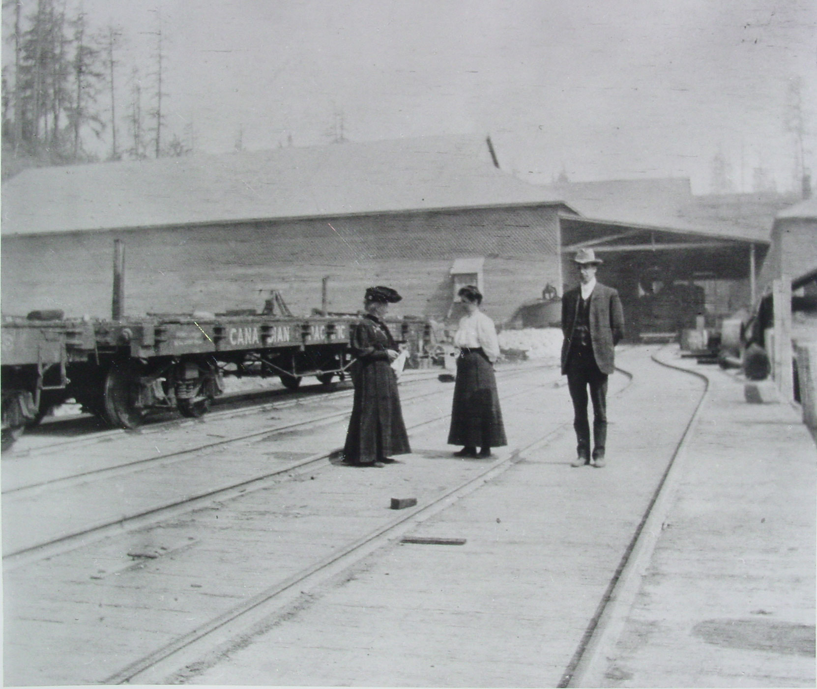 The Vancouver Portland Cement Company dock at Tod Inlet, circa 1909. The woman in the center could be Jennie Butchart. (District of Saanich Archives)