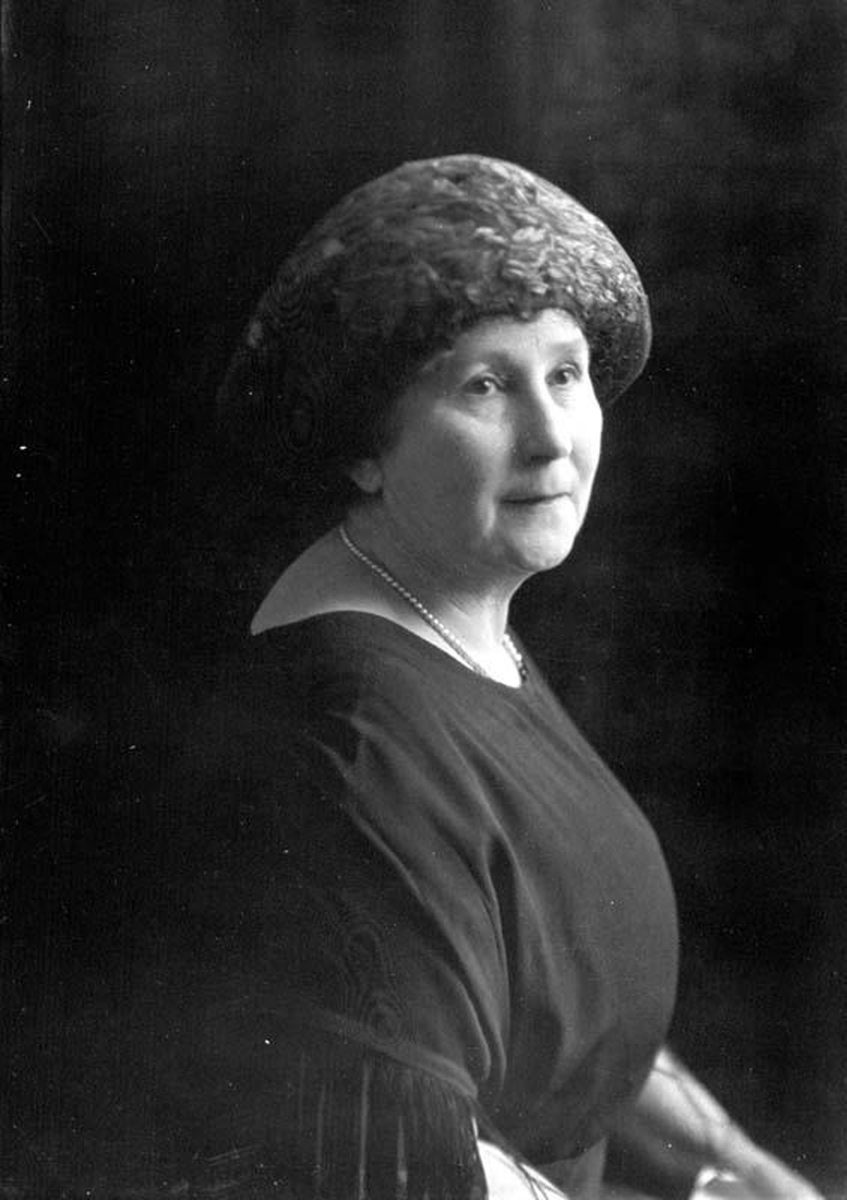 Jennie Butchart, 1921. Photo by Harry Upperton Knight. (City of Victoria Archives photo M00906)