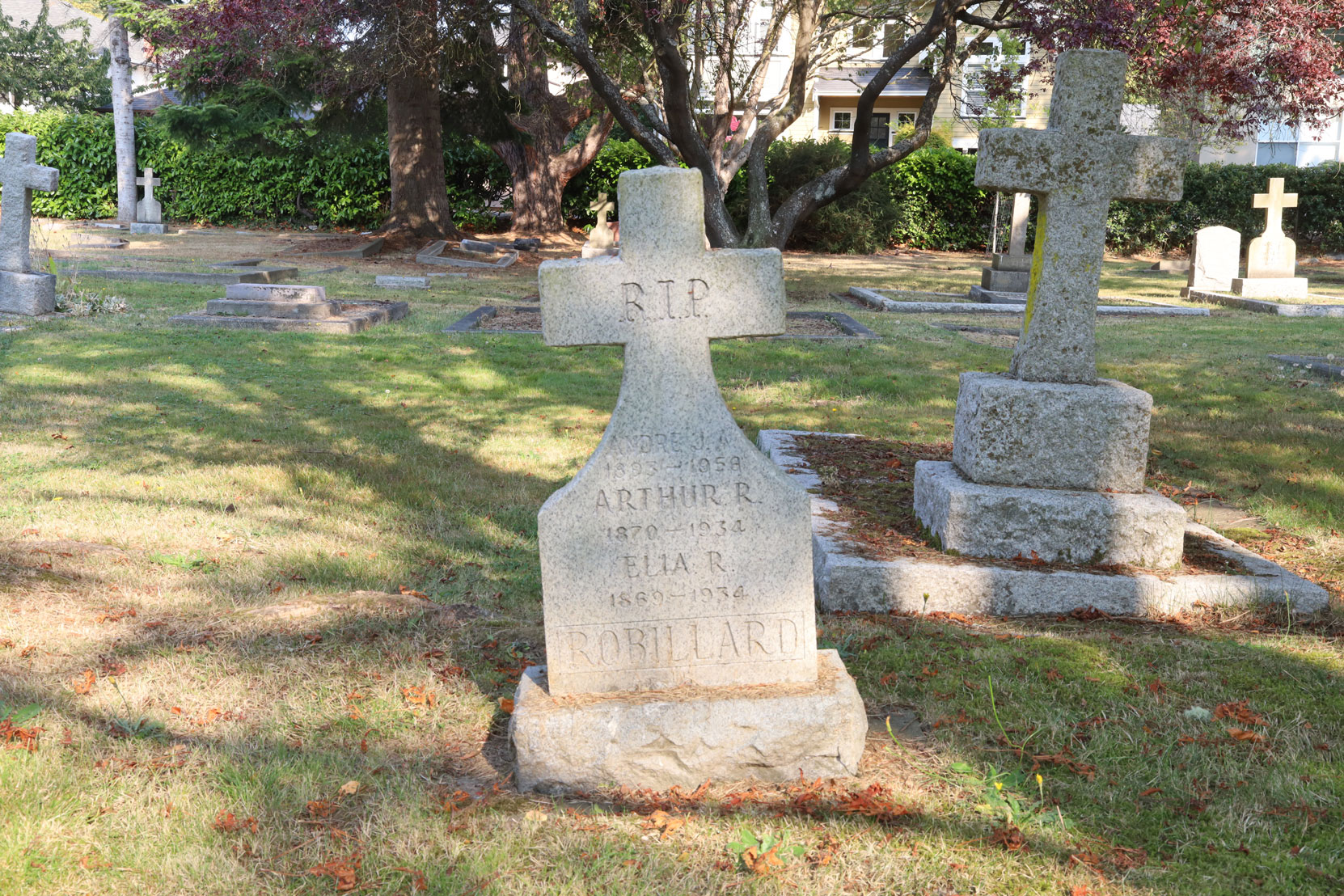 Arthur Robillard grave, Ross Bay Cemetery, Victoria, BC (photo by Author)