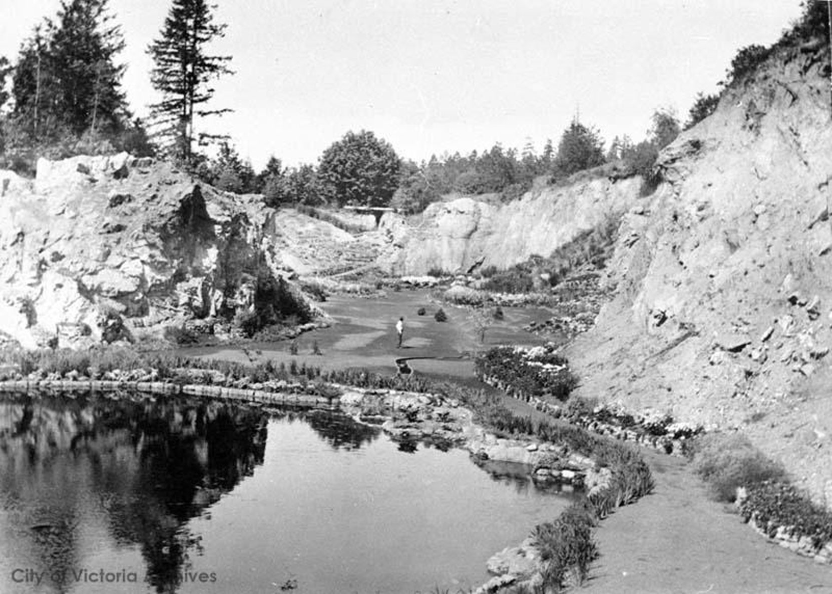 The Sunken Garden, the Mound and the Trout Pond, looking north, circa 1922. (City of Victoria Archives photo M05829)