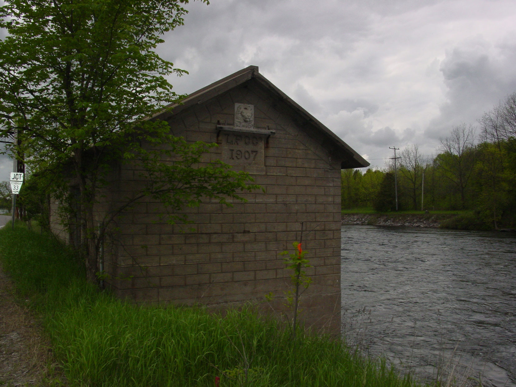 The Lakefield Portland Cement Company pumphouse, built in 1907, on the Otanabee River in Lakefield, Ontario (photo by Author)